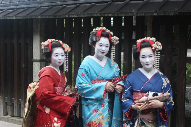 Japonci chodí s polštáři nový uhlíkový rouška z Turína