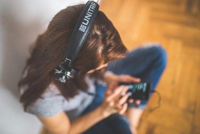 Audioknihy jsou nejlepším způsobem,  jak udržet kontakt s literaturou,  když nemáte čas,  možnost nebo chuť si číst  (ilustrační foto) | foto: Fotobanka Pixabay