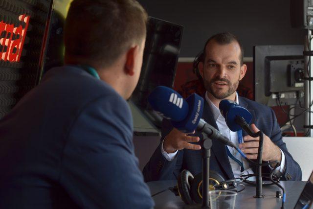 Sam Sternberg během rozhovoru s Vojtěchem Kovalem