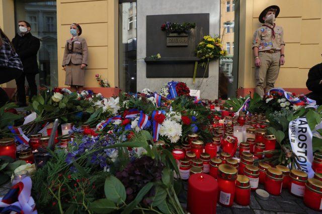 Památník 17. listopadu na Národní třídě v době koronaviru | foto: Michal Protivanský,  CNC / Profimedia