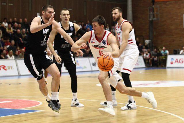 Basketbalista Pavel Pumprla při zápasech