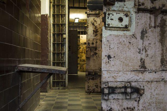 Vězení v pevnosti Patarei v Tallinu působí jako hororové kulisy. Pro tisíce vězňů za sovětské éry ale představovaly denní realitu
