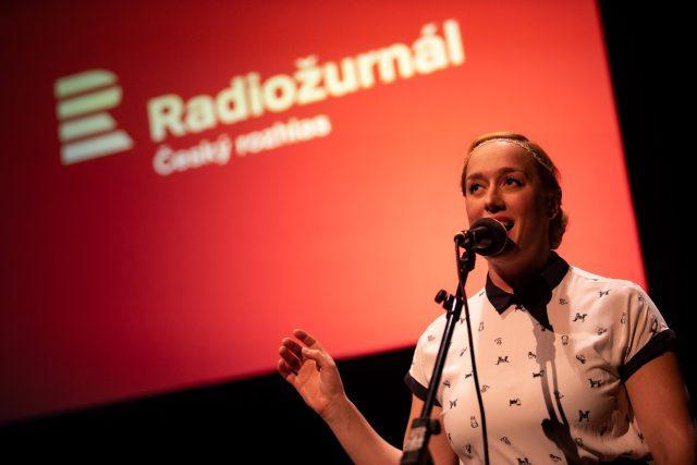 Anna Schmidtmajerová je akvabela,  akrobatka,  herečka,  zpěvačka a violoncellistka | foto: Jiří Šeda