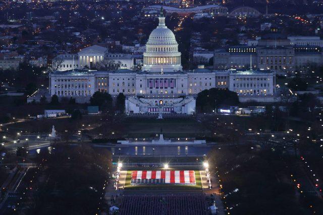 Budova Kapitolu během příprav na inauguraci 46. prezidenta Spojených států Joea Bidena