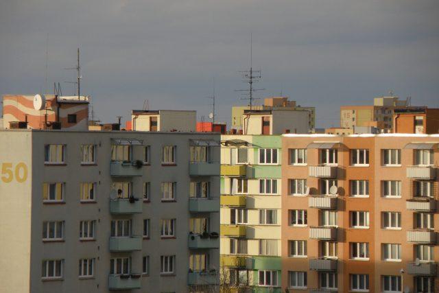 Ceny bytů navzdory pandemii rostou. Na vlastní bydlení nedosáhne stále více lidí