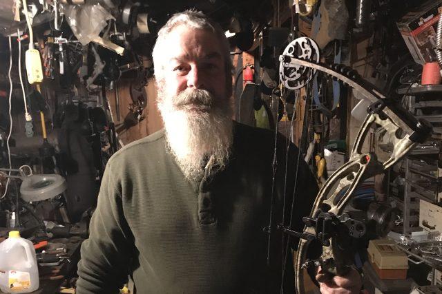 Lovec David z New Hampshire nedá dopustit na svůj kladkový luk