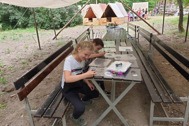 Skauti z Nymburka si užívají letní tábor bez elektřiny i bez mobilů