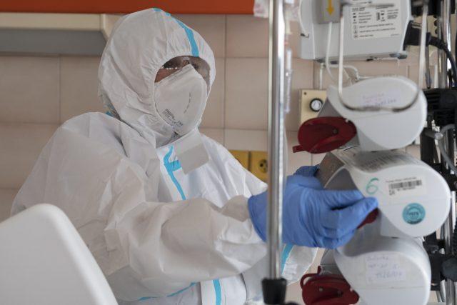 Péče o pacienty nakažené covidem-19 (ilustrační foto)