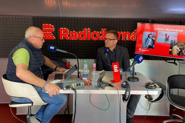 Jan Pokorný a producent Jan Macola během rozhovoru na MFF Karlovy Vary | foto: Natalie Machová
