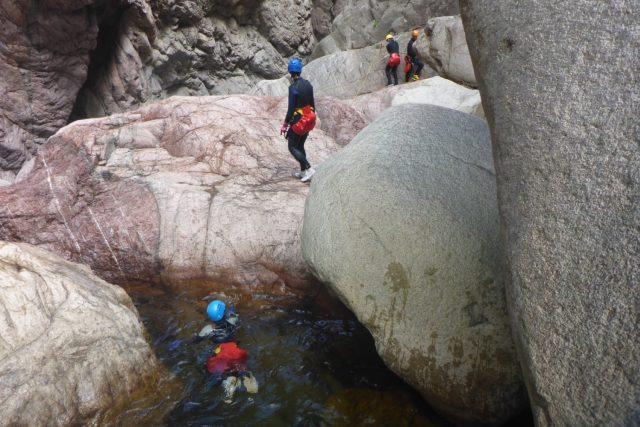 Korsika je bohatá na krátké,  divoké vodní toky vyhřáté od žulových balvanů. Pro kaňoning ideální | foto: Petr Polák