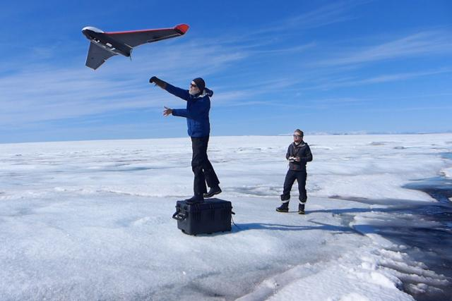 Speciálně vyrobené drony umožnily vědcům zmapovat povrch ledové vrstvy ve 3D