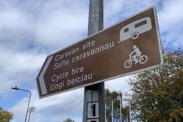 Dvojjazyčné nápisy ve velštině a angličtině se ve Walesu staly běžnou záležitostí teprve v posledních padesáti letech