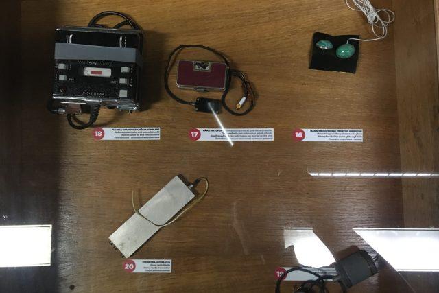 Špionážní technika, kterou KGB používala při odposlouchávání hostů hotelu Vir