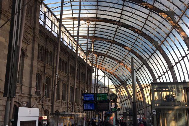 Štrasburské nádraží je symbolickou branou do města. Stejný dojem evokují i prostory pod jeho skleněnou střechou | foto: Martin Balucha,  Český rozhlas,  Český rozhlas