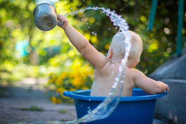Děti si vodu užívají (ilustrační foto)