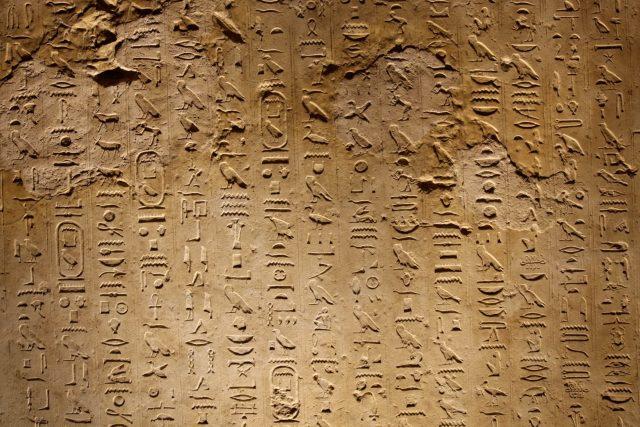 S nápisem na sarkofágu generála si egyptologové dlouho lámali hlavu. | foto: Renata Landgráfová