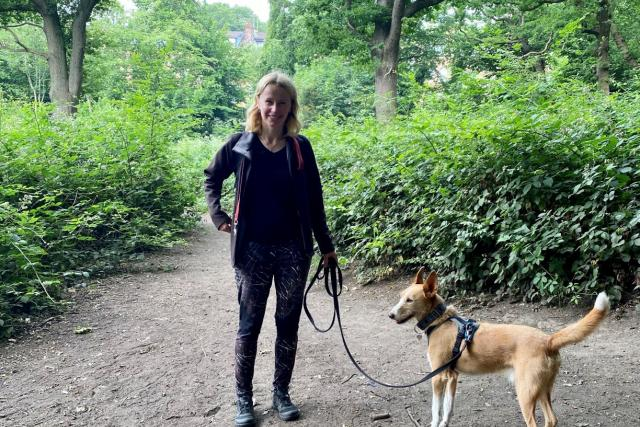 Lucie je profesionální dogwalker,  tedy venčička psů | foto: Jaromír Marek,  Český rozhlas,  Český rozhlas