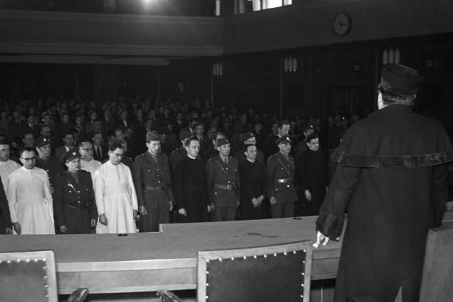 Politický proces se členy řádů. Adolf Kajpr je čtvrtý obžalovaný zleva | foto: Čestmír Jírů,  ČTK