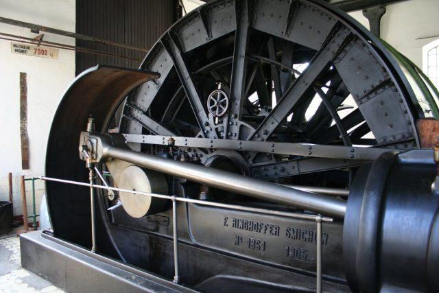 V roce 1905 byl na jámu Mayrau instalován parní těžní stroj firmy Ringhoffer Smíchov. Dodnes je funkční