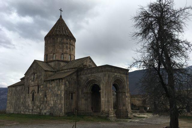 Tatevský klášter ze čtvrtého století je jedním z nejvýznamnějších kulturních a duchovních center Arménie | foto: Martin Dorazín,  Český rozhlas,  Český rozhlas