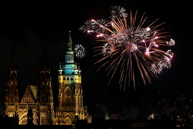 Novoroční ohňostroj 1.1 2018 a pražský Chrám svatého Víta