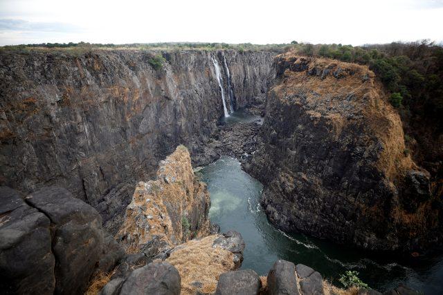 Vyschlé Viktoriiny vodopády jsou černou třešničkou na dortu,  vážným suchem trpí celá Zambie,  říká Svitálek | foto: Staff,  Reuters