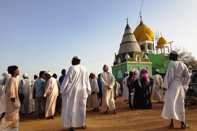 Dervišové a súfizmus jsou opakem islámského extremizmu. Kážou lásku k bližnímu bez ohledu na víru a při obřadech zpívají a tančí
