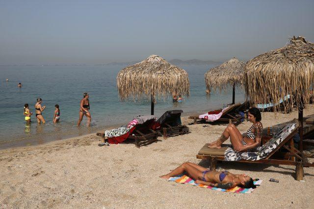Otevření pláží se příhodně potkalo s letošní první vlnou horka.