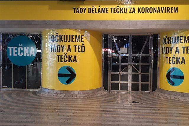 Jedno z nových očkovacích míst funguje na pražském hlavním nádraží