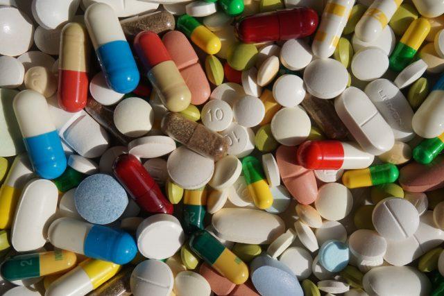 Léky. Ilustrační foto. | foto: Andres de Armas,  Fotobanka Unsplash