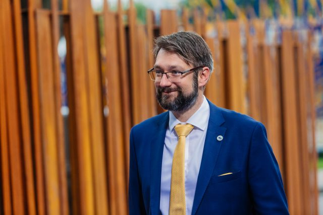 Poslechněte si celý rozhovor s českým velvyslancem při NATO Jakubem Landovským | foto: Arno Mikkor,  Wikimedia Commons,  CC BY 2.0