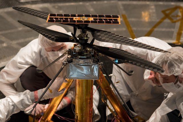 Malá výzkumná helikoptéra americké vesmírné agentury NASA jménem Ingenuity