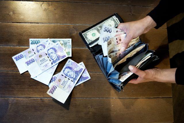 peníze | foto: Michaela Danelová,  iROZHLAS.cz