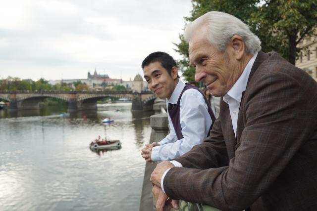 Duy Anh Tran a Alois Švehlík ve filmu Na střeše | foto: Falcon