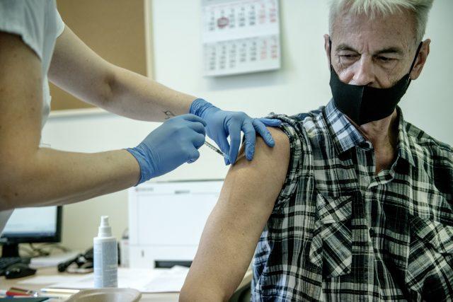 Očkování proti covidu-19