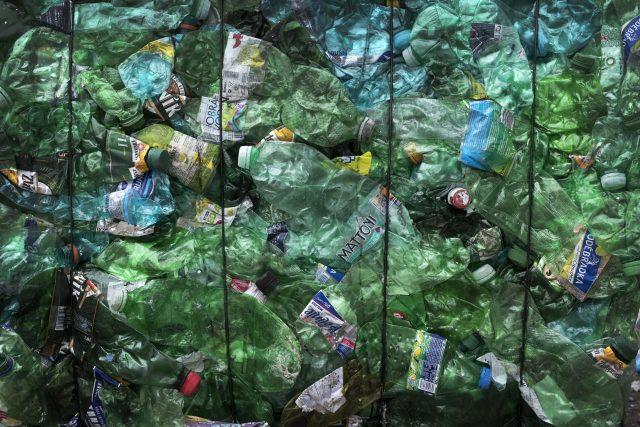 Plasty (lustrační foto)