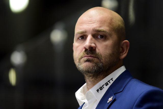 Trenér Miloš Holaň skončil na střídačce hokejistů extraligových Pardubic