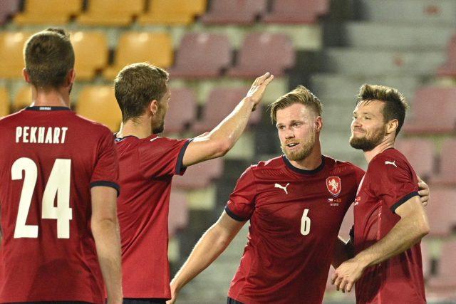 Čeští fotbalisté slaví branku do sítě Albánie