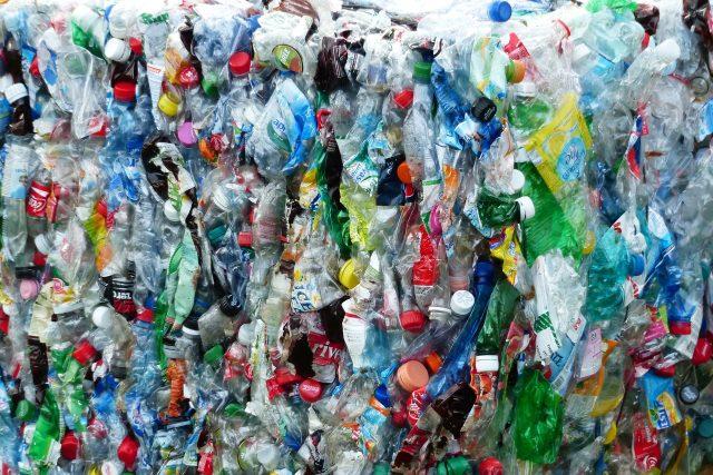 Plast, PET lahve (ilustrační foto)