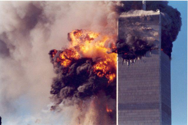 Teroristický útok na budovy Světového obchodního centra v New Yorku 11. září 2011. | foto: Profimedia