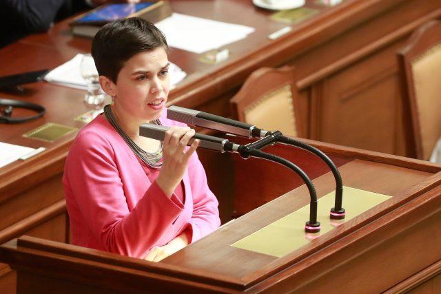 Poslankyně Pirátů Olga Richterová během jednání sněmovny | foto: PETR TOPIČ / MAFRA,  Fotobanka Profimedia