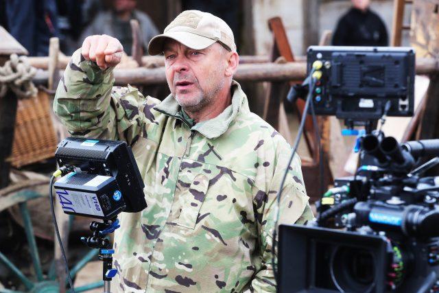 Režisér Václav Marhoul během natáčení filmu Nabarvené ptáče v Boleticích na Českokrumlovsku