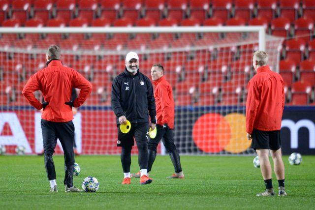 Fotbalisté Slavie Praha na tréninku