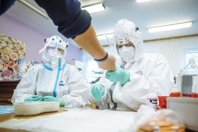 Víc než 60 procent firem chce podle Jaroslava Hanáka své zaměstnance testovat povinně  (ilustrační snímek) | foto: Petr Topič,  MAFRA/Profimedia