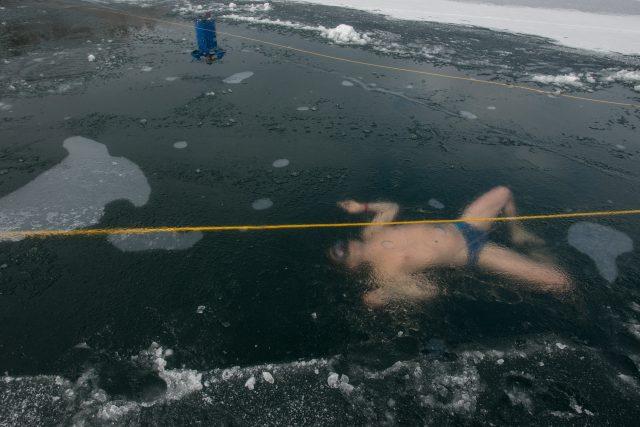 David Vencl plave pod ledem