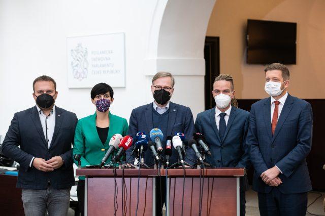 Tisková konference pro jednání budoucí vládní koalice. | foto: René Volfík,  iROZHLAS.cz