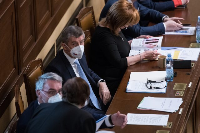 Hlasování o nedůvěře v Poslanecké sněmovně. Andrej Babiš a Alena Schillerová.