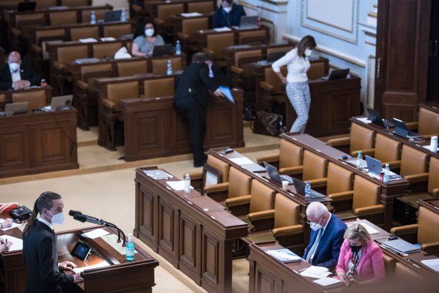 Hlasování o nedůvěře v Poslanecké sněmovně. Ivan Bartoš | foto: René Volfík,  iROZHLAS.cz