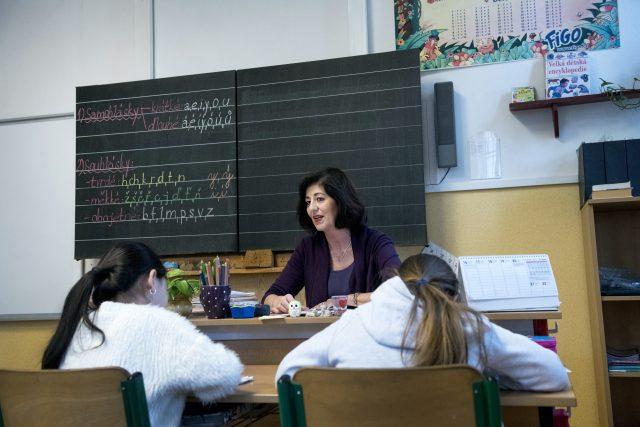 Výuka na prvním stupni základních škol se dočasně zrušila. Děti se vzdělávají doma a učitelé jim zadávají úkoly přes internet. | foto: Michaela Danelová,  iROZHLAS.cz