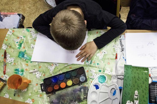 Děti tak nařízením přišly i o hodiny výtvarné výchovy   foto: Michaela Danelová,  iROZHLAS.cz